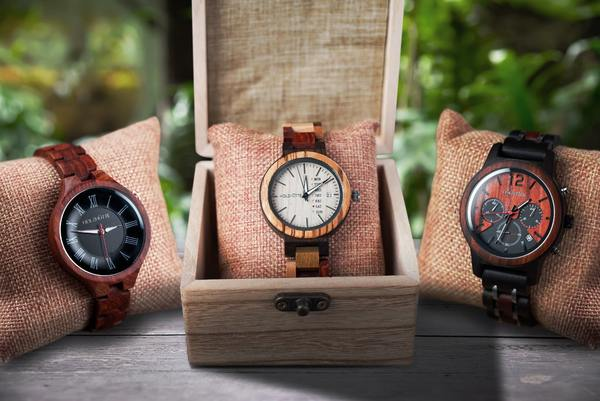 Holzhütte Uhren aus Holz